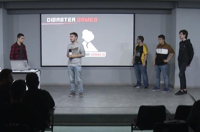El equipo de Disaster Games presentando su proyecto